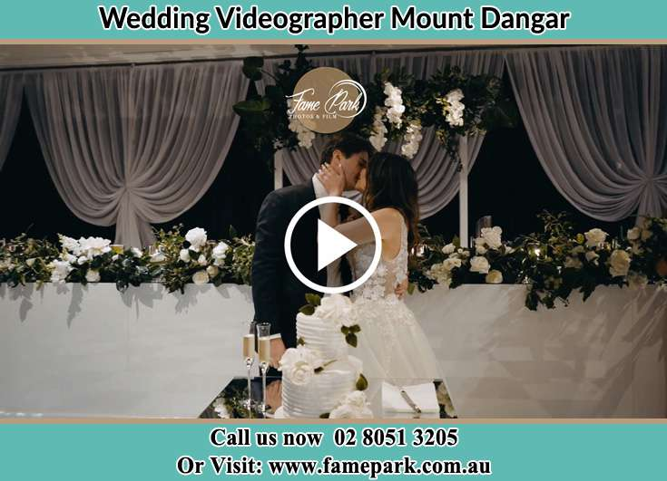 The new couple kissing Mount Dangar NSW 2333